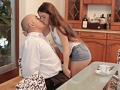 DADDY4K. Disappointing brunette makes BFs dad happy about banging