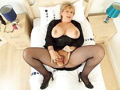 Busty mum Alexa has a tyrant good life-span with dildo