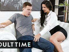 Sexy Stepmom Alexa Tomas Takes Big Dick In the mood for a Professional