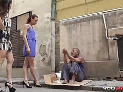 YOUMIXPORN Interactive - Skinny teen Cayenne coupled with busty babe Darcia Lee pick a homeless defy from the streets coupled with fuck him raw